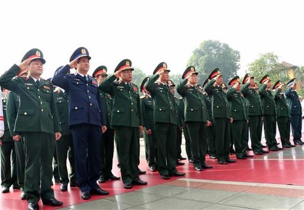 越南党和国家领导人向英雄烈士敬献花圈 hinh anh 5