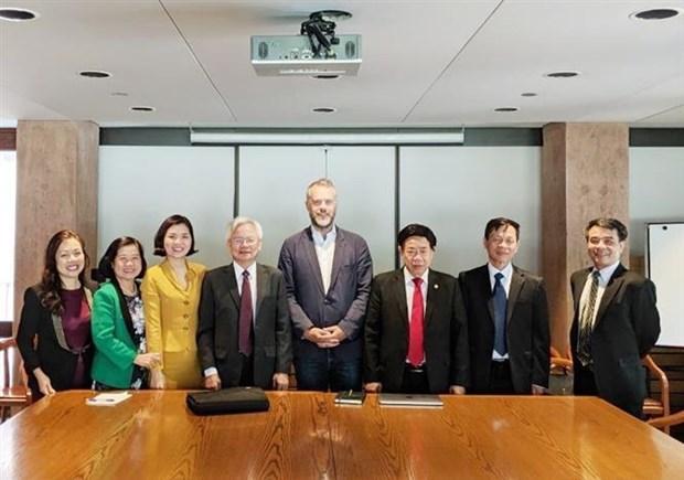 越南与加拿大互相交换国家机构组织与管理经验 hinh anh 1