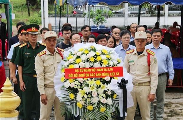 越南伤残军人和烈士日72周年纪念活动在老挝举行 hinh anh 1