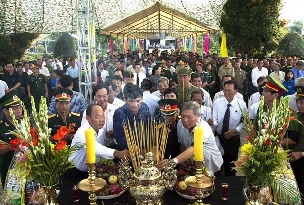 7·27伤残军人及烈士日:在柬牺牲越南烈士遗骸追掉会及安葬仪式在坚江省举行 hinh anh 3