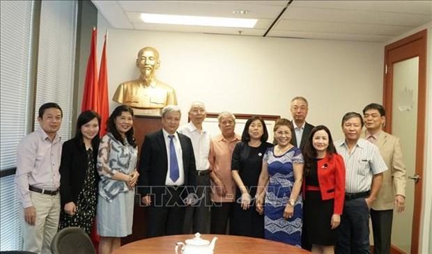 越南《共产主义杂志》干部代表团访问加拿大 hinh anh 1