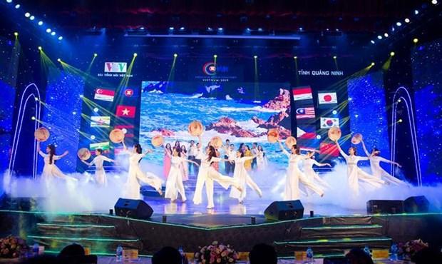 东盟加三歌唱大赛在广宁省下龙市开幕 hinh anh 1
