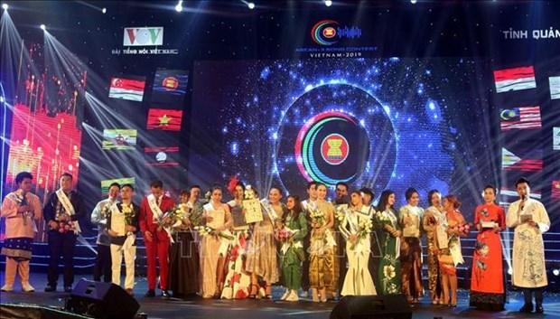 马来西亚选手荣获2019年第二届东盟加三歌唱大赛一等奖 hinh anh 1