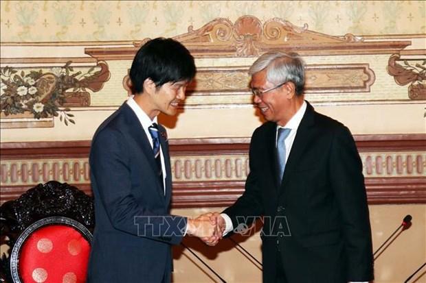 日本外交官:日本政府将继续协助越南促进经济发展 hinh anh 1