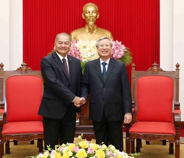 越共书记处常务书记陈国旺会见老挝人民革命党代表团 hinh anh 1
