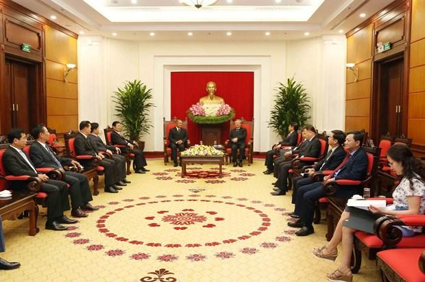 越共书记处常务书记陈国旺会见老挝人民革命党代表团 hinh anh 2