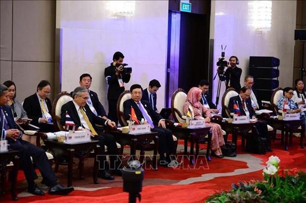 越南外长范平明会见东盟政府间人权委员会代表 hinh anh 1
