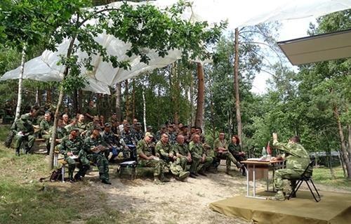 越南狙击手抵达白俄罗斯布列斯特参加比赛 hinh anh 2