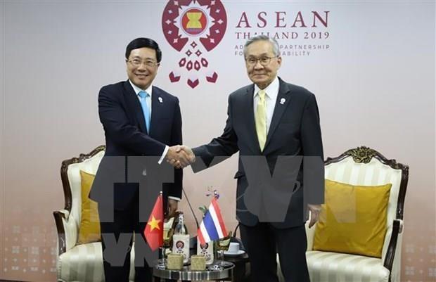 AMM-52:越南外长范平明与各国外长举行双边会晤 hinh anh 2