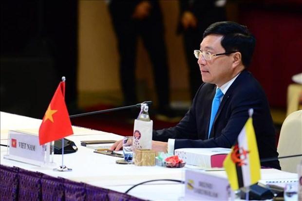 AMM-52:越南外长范平明与各国外长举行双边会晤 hinh anh 1