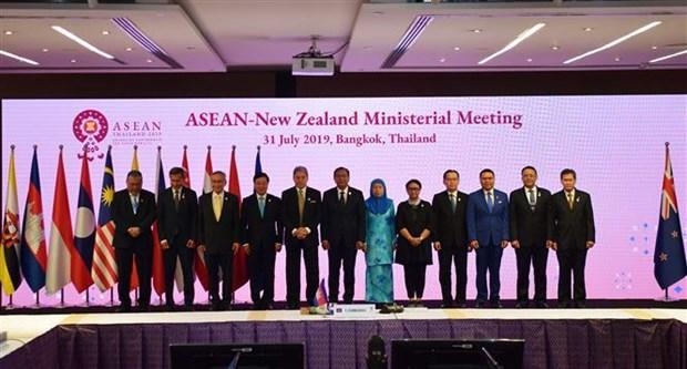 越南出席AMM-52框架下的多边会议 hinh anh 1