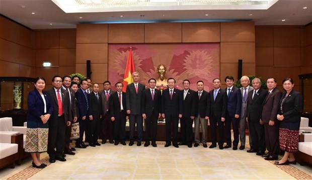 国会副主席冯国显会见老挝国会代表团 hinh anh 2