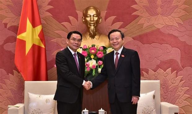 国会副主席冯国显会见老挝国会代表团 hinh anh 1