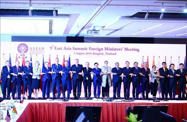 范平明出席东亚峰会外长会 阐述越南对东海问题的立场 hinh anh 2
