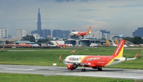 """越南各家航空公司因受台风""""韦帕""""影响调整航班执行计划 hinh anh 1"""