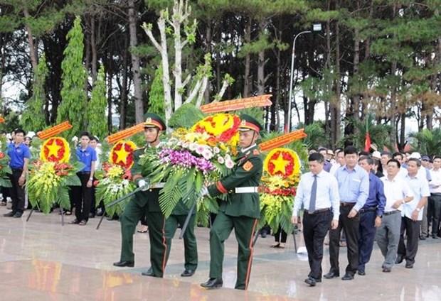 2018-2019旱季得乐省对在柬牺牲的17具越南烈士遗骸收迁安葬 hinh anh 1