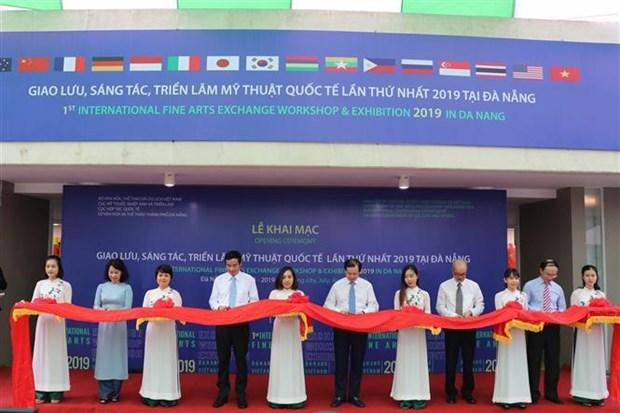 首届国际美术创作及交流展览活动在岘港市开幕 hinh anh 1