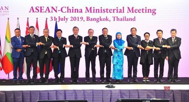 中国与东盟为促进世界经济增长做出贡献 hinh anh 1