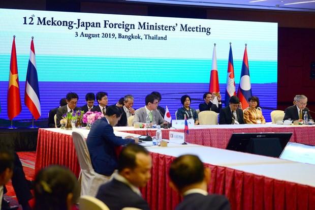 AMM-52:越南政府副总理兼外长范平明出席第12届湄公河-日本外长会议 hinh anh 1