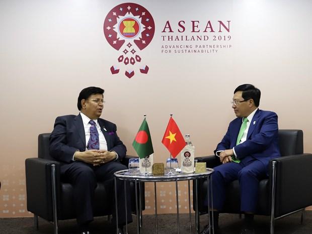 越南政府副总理兼外长范平明会见印度和孟加拉国外长 hinh anh 1
