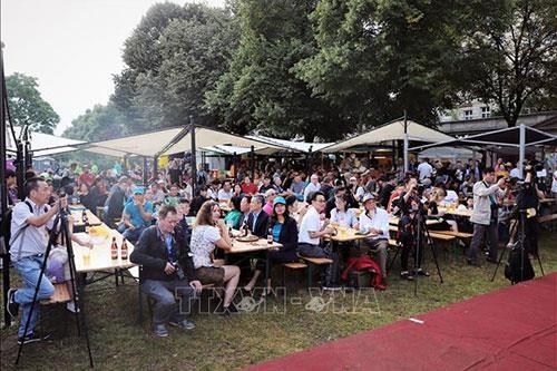 富有越南传统文化特色的啤酒空间亮相柏林国际啤酒节 hinh anh 2