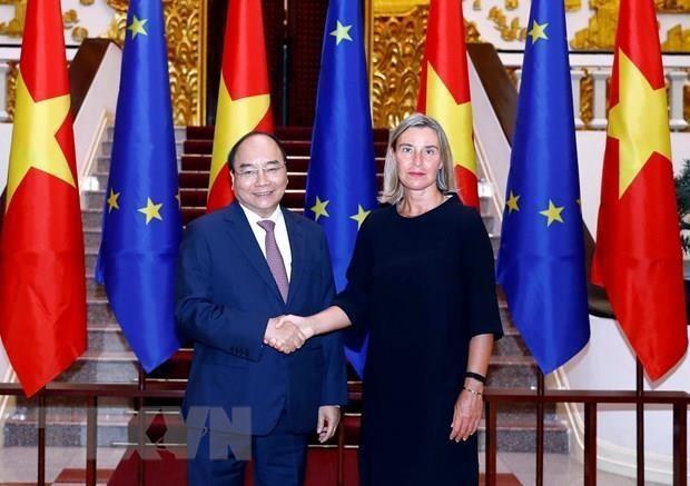 越南政府总理阮春福会见欧洲委员会副主席 hinh anh 1