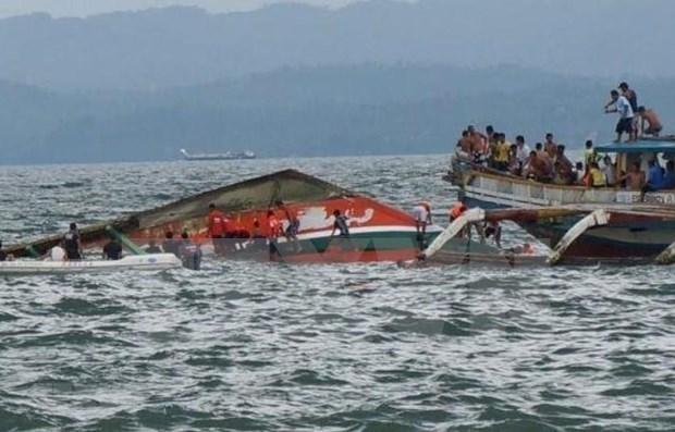 菲律宾渡轮和快艇翻沉事件致使数十人死亡 hinh anh 1