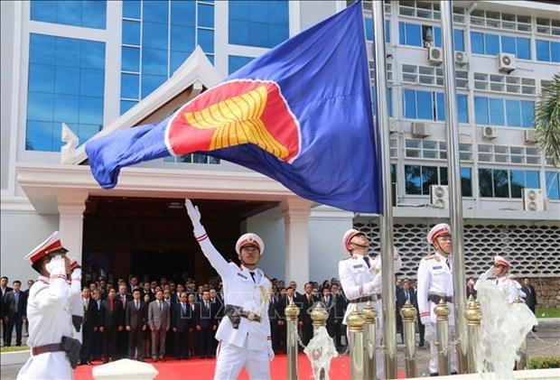 老挝举行东盟会旗升旗仪式 庆祝东盟成立52周年 hinh anh 2