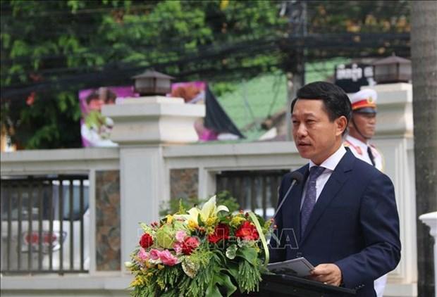 老挝举行东盟会旗升旗仪式 庆祝东盟成立52周年 hinh anh 1