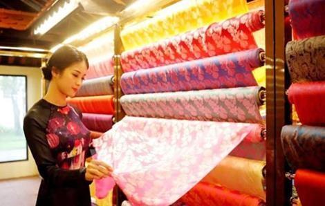 2019年越南-世界丝绸与土锦文化节明日在会安市举行 hinh anh 1