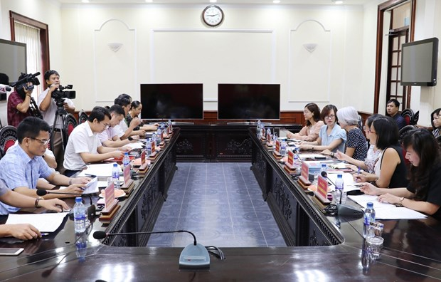 外国驻越使馆代表团来宁平省了解领事工作 hinh anh 1