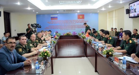 越南国防部与俄罗斯国防部加强交流沟通 hinh anh 1