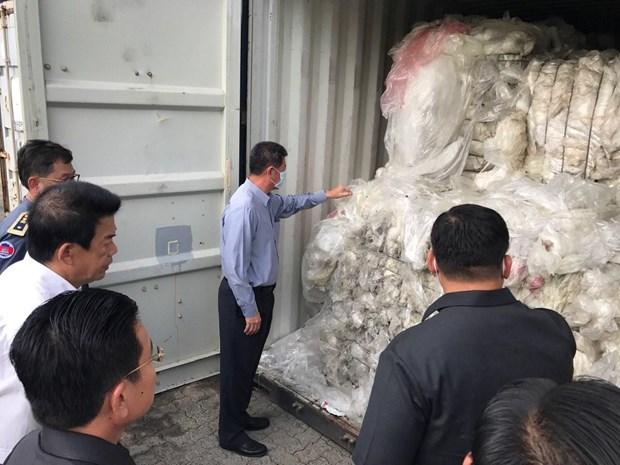 柬埔寨采取严厉措施 阻止非法进口塑料垃圾行为 hinh anh 1