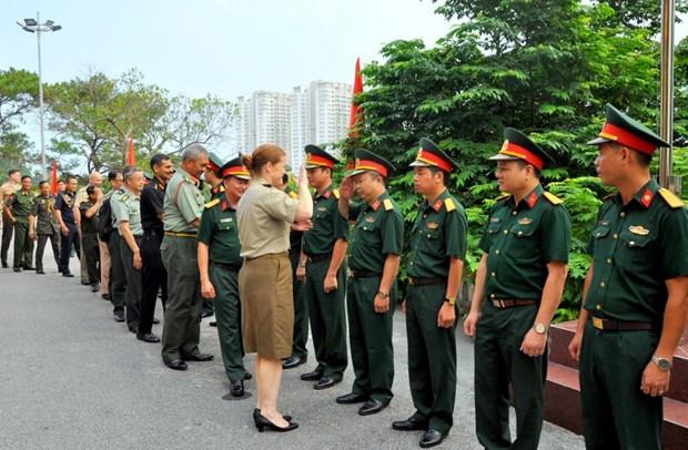各国驻越南国防武官代表团访问海防市和广宁省 hinh anh 1
