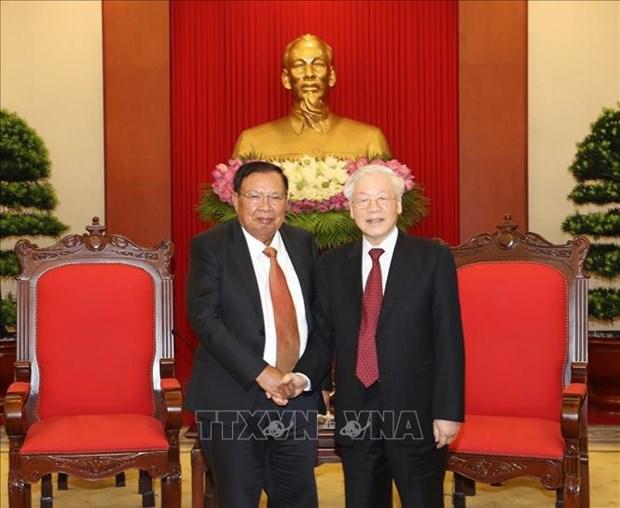 越共中央总书记、国家主席阮富仲会见老挝国家主席本扬·沃拉吉 hinh anh 1