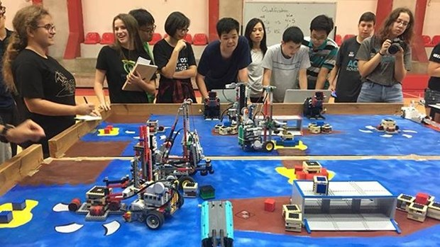 越南学生代表团赴以色列参加机器人夏令营 hinh anh 1