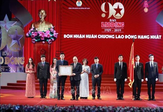 越南政府总理阮春福出席《劳动报》创刊90周年纪念典礼 hinh anh 2