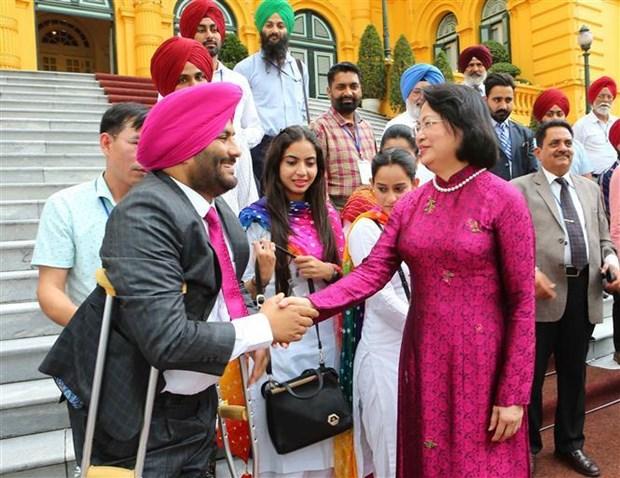 越南国家副主席邓氏玉盛接见印度人民代表团 hinh anh 1