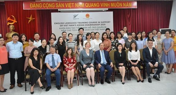 新西兰协助越南对干部进行英语培训 hinh anh 1