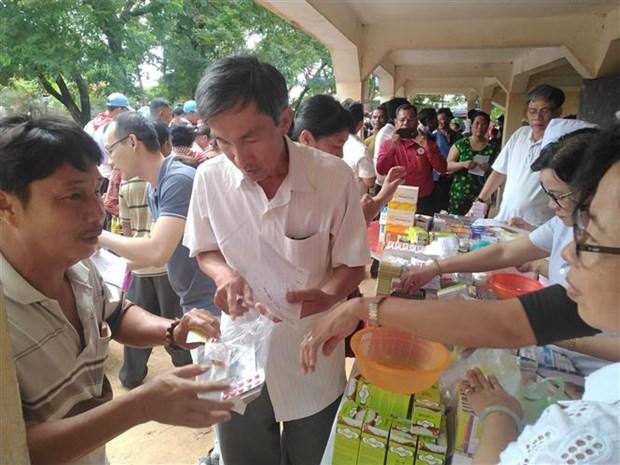 西宁省医生为柬埔寨贫困人口提供免费服务 hinh anh 1