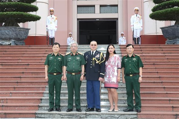 越南国防副部长阮志咏会见美国驻越国防武官尊室俊 hinh anh 2