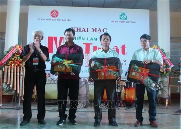 越南中部以南和西原地区美术展在得乐省举行 hinh anh 1