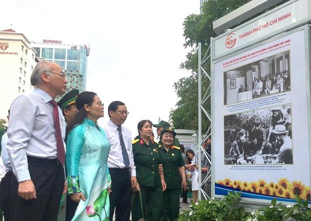 """""""纪念胡志明主席遗嘱落实50周年""""图书展在胡志明市举行 hinh anh 2"""