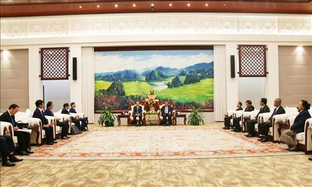 老挝人民革命党中央总书记、国家主席本扬·沃拉吉会见越共中央办公厅代表团 hinh anh 1