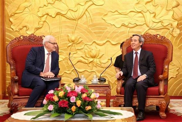 越共中央经济部部长阮文平会见世行和谷歌领导 hinh anh 1