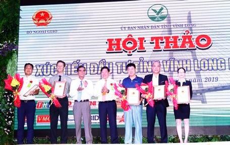 永隆省向12个项目颁发投资许可证 hinh anh 1