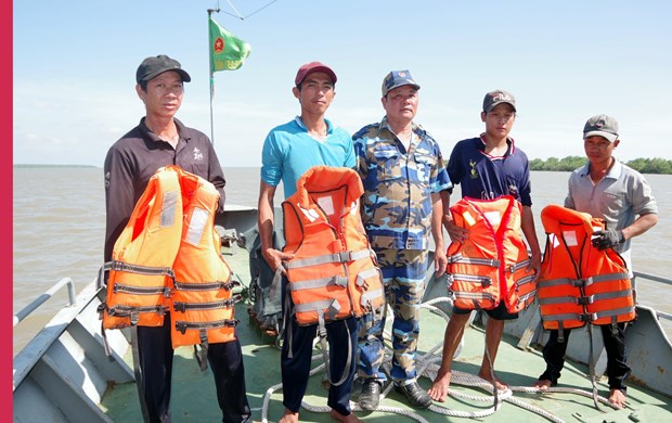 致力成为一个海洋强国、靠海致富的越南:渔民出海捕捞作业的坚强后盾(第五篇) hinh anh 2