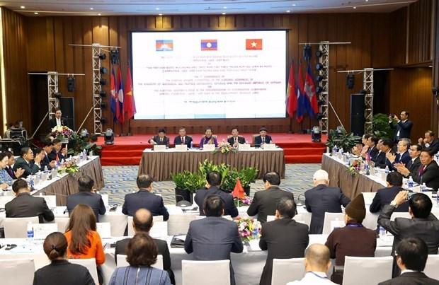 柬老越三国国会对外委员会第七次会议在广宁省举行 hinh anh 2