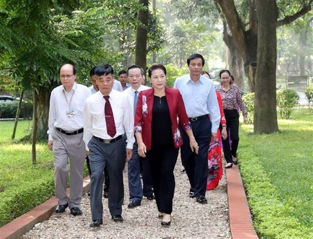 越南国会主席阮氏金银在67号房向胡志明主席敬香 hinh anh 2