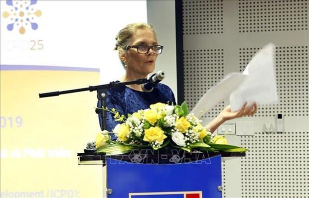 越南内务部向联合国人口基金驻越南首席代表授予纪念章 hinh anh 1
